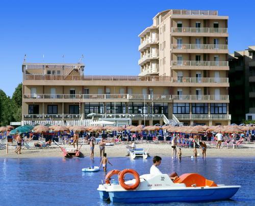 Ankona: ASTORIA HOTEL (PESARO) 3*,  2019 m. birželio 12 d. skrydžiui 7 n. nuo 488,00 EUR